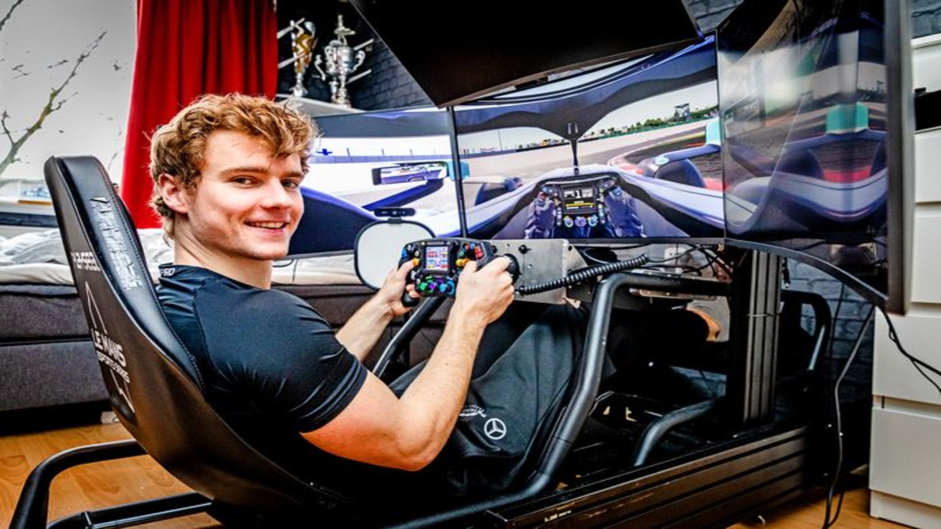 Jarno Opmeer neemt de leiding in de F1 Esports Series 2021