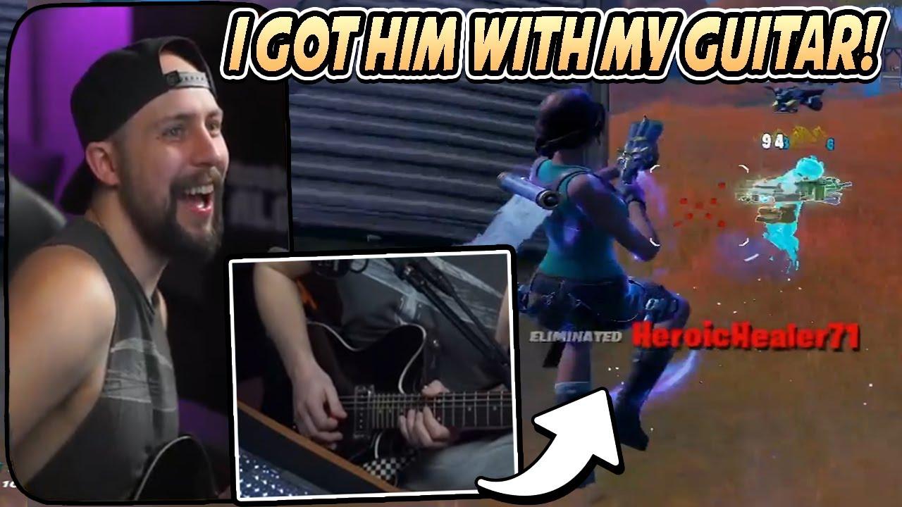 Streamer speelt Fortnite met een gitaar
